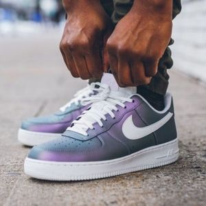 Men's Nike Air Force 1 '07 LV8 (Size 10)